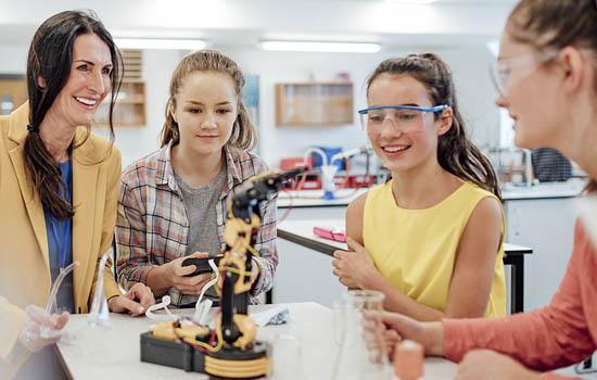 5 Ways To Encourage Girls For STEM Fields